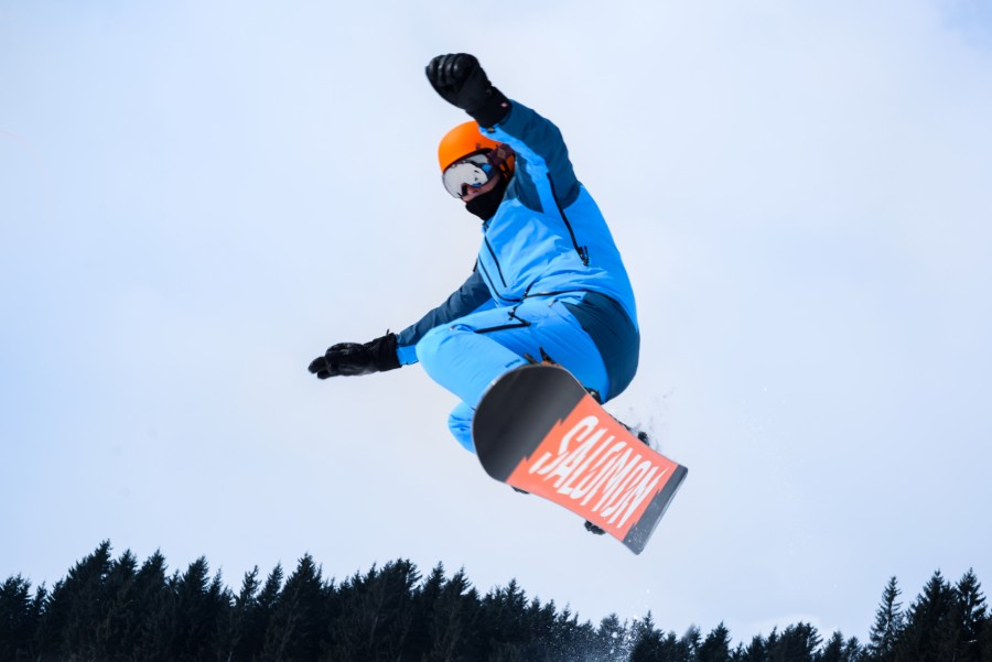 Snowboarding high jump