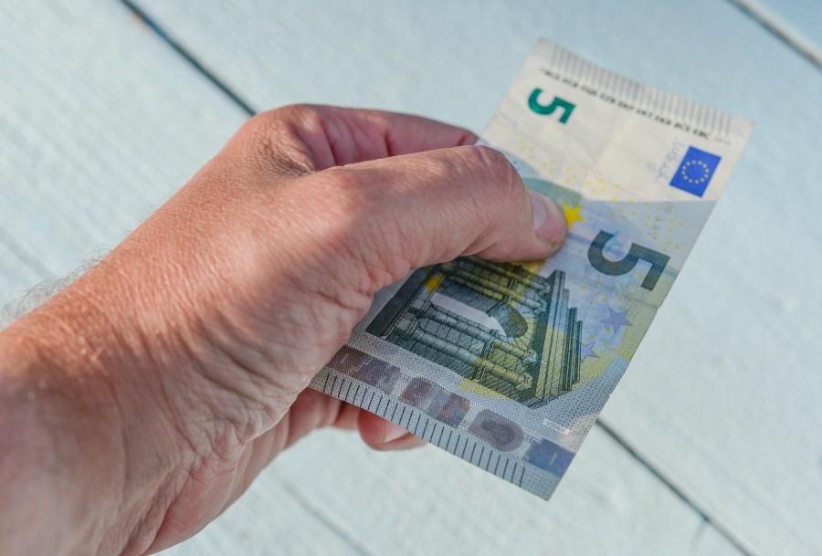 Paying 5 euro