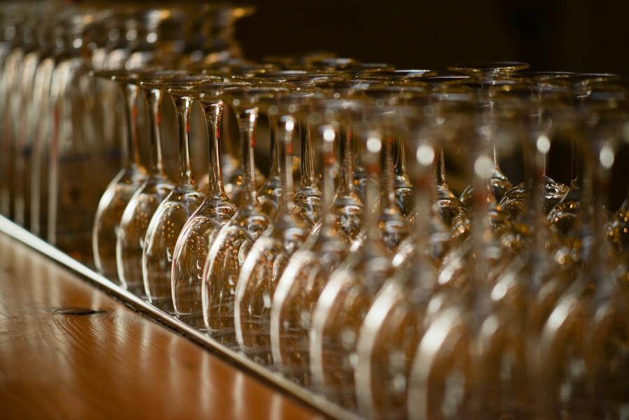 Set wine glasses