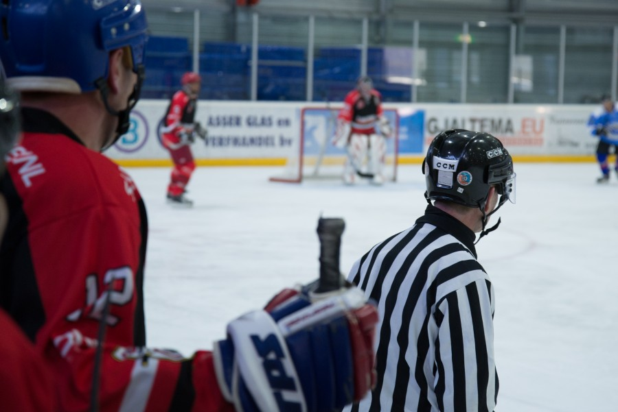 Ice hockey, the referee